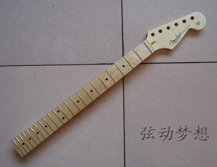 คอกีต้าร์ Fender ST with LOGO 22 เฟร็ต