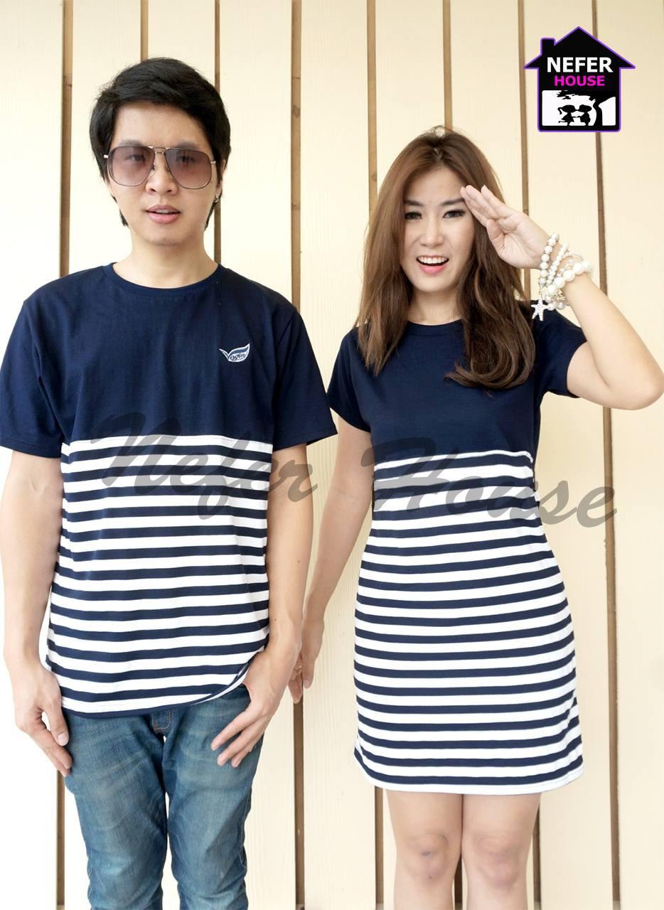ชุดคู่รัก ผ้ายืดตัดต่อด้านบนเป็นสีน้ำเงินกรมด้านล่างเป็นสีน้ำเงินกรมริ้วขาว