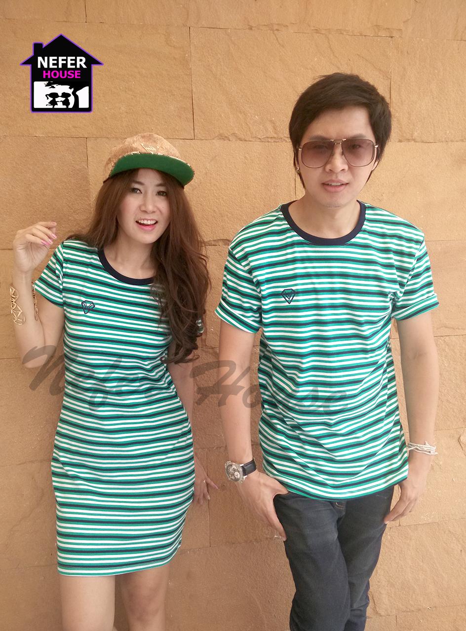 เสื้อคู่รักเกาหลี ชุดผ้ายืดโทนสีเขียวริ้วขาวตัดกับสีกรม และเพิ่มความโดดเด่นสีกรมเข้มที่คอเสื้อ