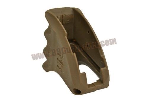 กริ๊ปมือ บ่อแม๊ก FAB Defense สำหรับปืนตระกูล M4 M16 สีทราย