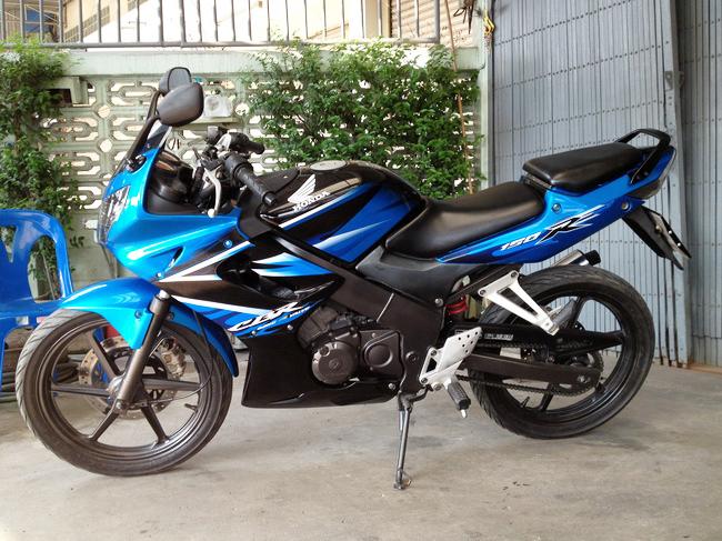 *ขายแล้วค่ะ* CBR150 สีน้ำเงิน-ดำ