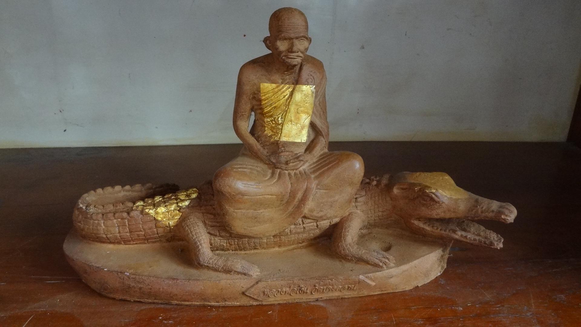 พระศิลาแลงอัด หลวงพ่อเงินนั่งชาละวัล
