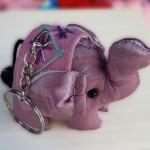พวงกุญแจช้างน้อย ขนาด 6 x 7 ซม. สีชมพู