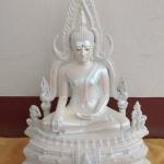 พระพุทธชินราช สีขาว-มุก มวลสารผสมผงหินแร่เหล็กน้ำพี้ ขนาดหน้าตัก 9 นิ้ว รหัส 0023