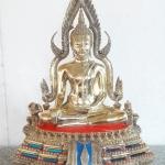 พระพุทธชินราชเนื้อทองเหลืองขัดมัน รุ่นประจำปี ขนาดหน้าตัก 9 นิ้ว พิธี ณ วิหารพระพุทธชินราช จัดสร้างโดย วัดพระศรีรัตนมหาธาตุ พิษณุโลก รหัส0154