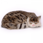 ตุ๊กตาเหมือนจริง แมวสีน้ำตาลเข้มลายเสือนอนหลับ (Pre Order)