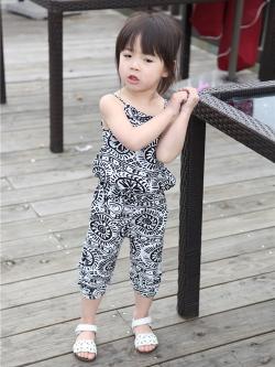 ชุดเสื้อสายผูก กางเกงจั๊มขา ลายกราฟฟิก สีดำ 422-0207