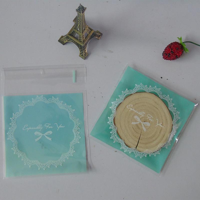 ถุงเบเกอรี่ ถุงขนมปัง แบบมีเทปกาว รูปลูกไม้สีเขียว 100 ใบ/ห่อ (10*10+3 cm.)